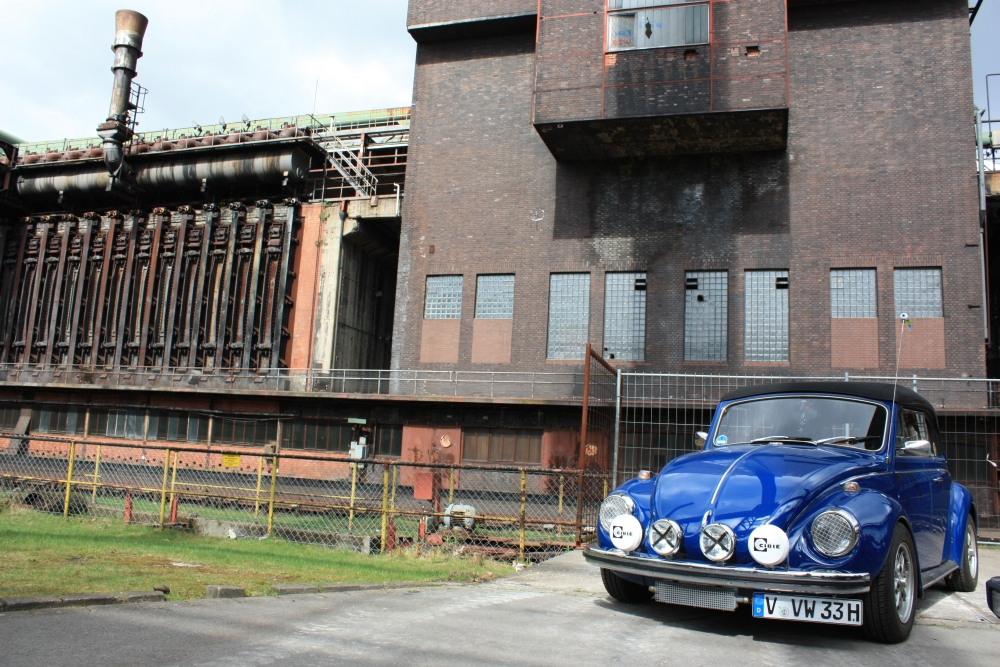 Süß! Ein Oldtimer-Käfer. Mit dem Porsche 911 S 2.4 passiert einem das nicht. Versprochen. Wer also ein Auto sucht, auf das er angesprochen wird, sollte in den Regalen anderer Hersteller suchen.