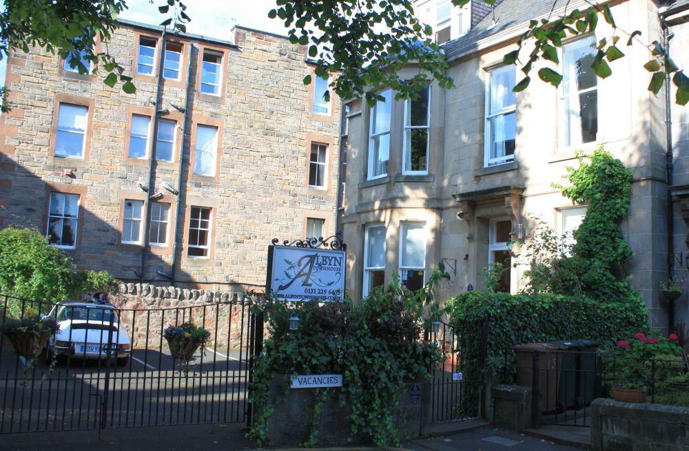 """Albyn Townhouse Bed & Breakfast in Edinburgh. Das sympathische und sehr saubere B&B wird von Lydie und David Hudson geführt. Für uns ist das """"Albyn"""" einige Jahre nach unserer ersten Schottland-Tour so etwas wie ein zweites Zuhause geworden."""