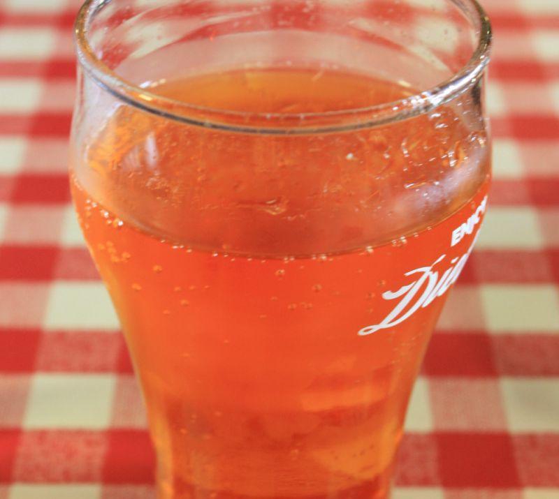Gehört in Schottland dazu wie Haggis und Whiskey. Irn Bru - die Coca Cola der Schotten.