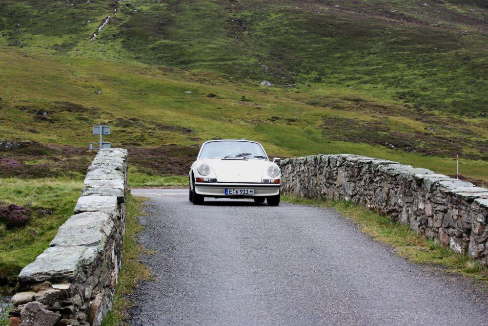 Mit dem Porsche 911 S 2.4 Targa in den Highlands unterwegs zu sein, gehört bei trockenem Wetter zu den ganz großartigen Erlebnissen...