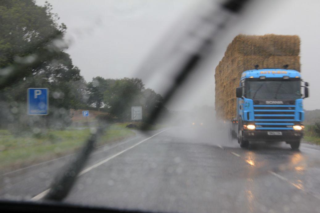 Das macht jetzt aber echt keinen Spaß mehr! Wenn der Regen in Schottland aufdreht, bleibt man besser zu Hause. Besonders wenn man einen alten Porsche fährt.