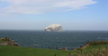 Bass Rock gesehen von Tantallon Castle.