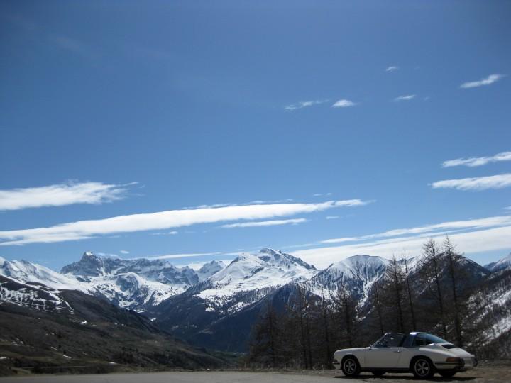 Wer zu früh zumacht, verliert. MIt dem Porsche 911 S 2.4 Targa in den französischen Alpen.