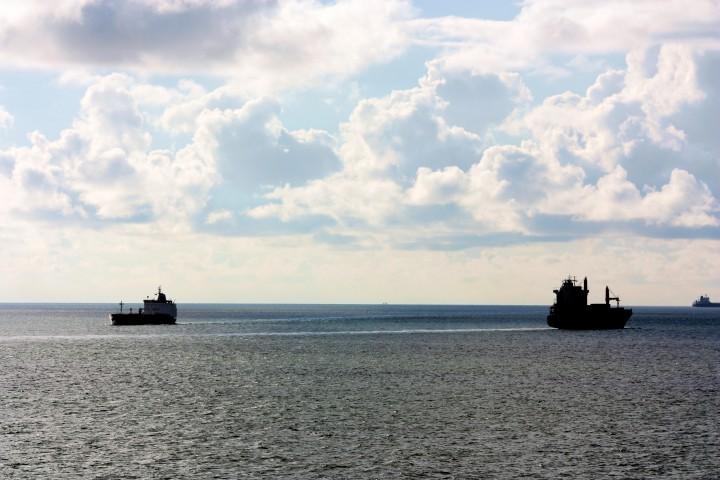 Containerschiffe zwischen New York und Rotterdam. Viel Wasser zwischen den Welten...