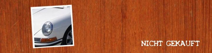 hellelfenbeinfarbener-porsche-911s-1967-auf-mahagonitisch