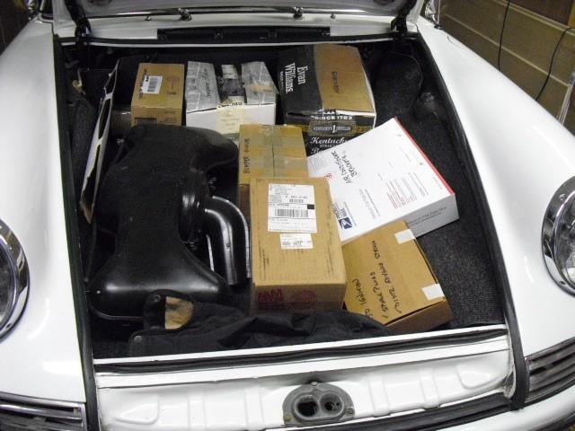 Hab meinen Wagen vollgeladen, voll mit seltenen Teilen. Mal schauen, was davon ankommt nach ein paar Wochen in einem New-Yorker Lagerhaus...