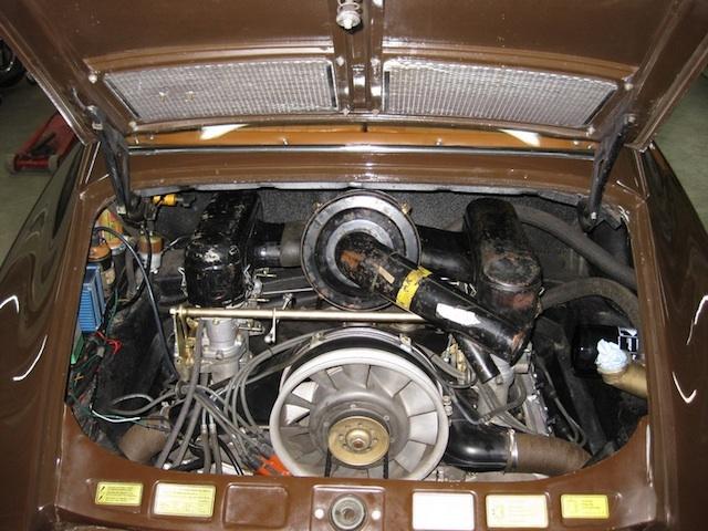 """Porsche 911 Coupé von 1965 in togobraun mit der """"richtigen"""" Maschine. Sogar die Solex-Vergaser hat er drin. (Danke an Kenik!)"""