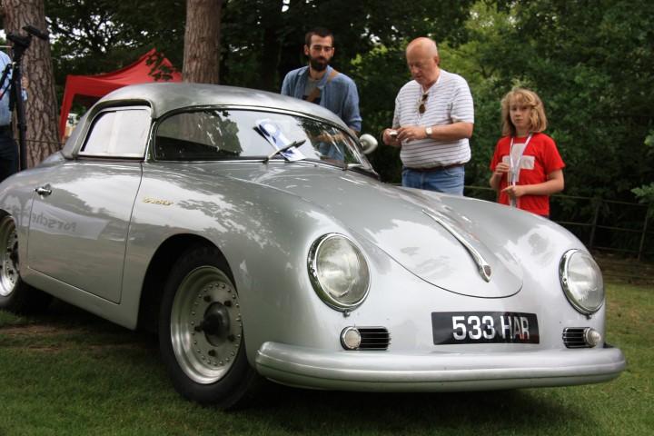 Echter Porsche 356 Speedster mit seltenem Rallyezubehör bei Classics at the Castle 2012 - Respektvoller Abstand Ehrensache - willkommen in England!