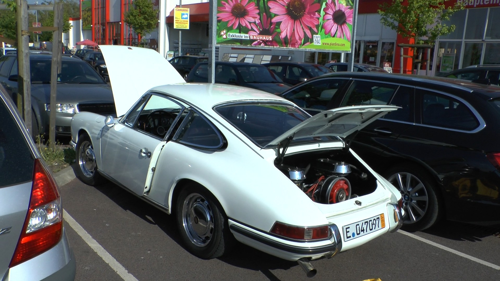Zündkerzensuche am Samstag Spätnachmittag: Im Bauhaus gibt es Pflanzen - keine Kerzen für einen Porsche Klassiker.