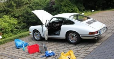 Wer seinen Porsche liebt, der schraubt, bevor er fährt. Und zwar in der Regel mehr, als er Anfangs denkt...