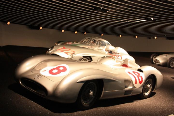Mercedes Museum - Fast wie früher - Legenden der Renngeschichte im 1:1 Maßstab - (Foto: Die Frau - www.schoenerblog.de)