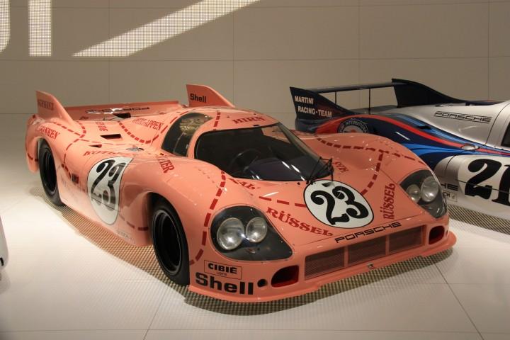 Porsche Museum - Auch die Sau ist zu sehen (Foto: Die Frau - www.schoenerblog.de)