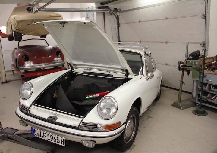 Klappe auf In guter Gesellschaft - Porsche 911 von 1965 mit einigen älteren Brüdern.