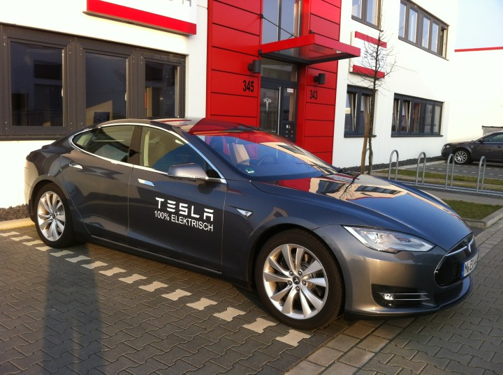 IMG_1351-tesla-modell-s-duesseldorf-720px