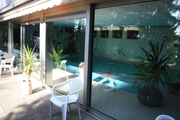 Hallenbad im Parkhotel 1970 (Michelstadt-Vielbrunn) - hier kostete hallenbaden 1970 noch eine D-Mark