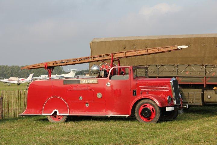 Ich will Feuerwehrmann werden! Wo Militärfahrzeuge sind, sind auch alte Feuerwehren nicht weit: Goodwood 2014