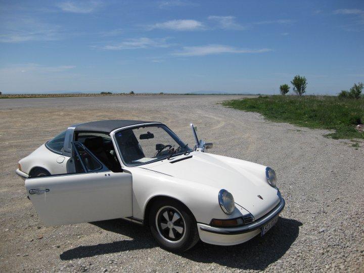 Freifahrt im Porsche 2.4 S inklusive ein paar Doughnuts gefällig?