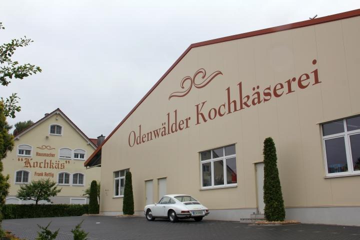 Der Odenwald hat nicht nur Oldtimerhotels mit kuscheligen Hunden bieten. Es gibt dort auch römische Villen und - den berühmten Kochkäse.