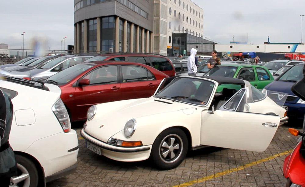 """Von wegen """"Jetzt kann nichts mehr passieren"""": Der Porsche 911 S 2.4 Targa macht im Hafen von Ijmuiden vor Antritt der Reise keinen Mucks mehr. Müssen wir den Urlaub abbrechen?"""