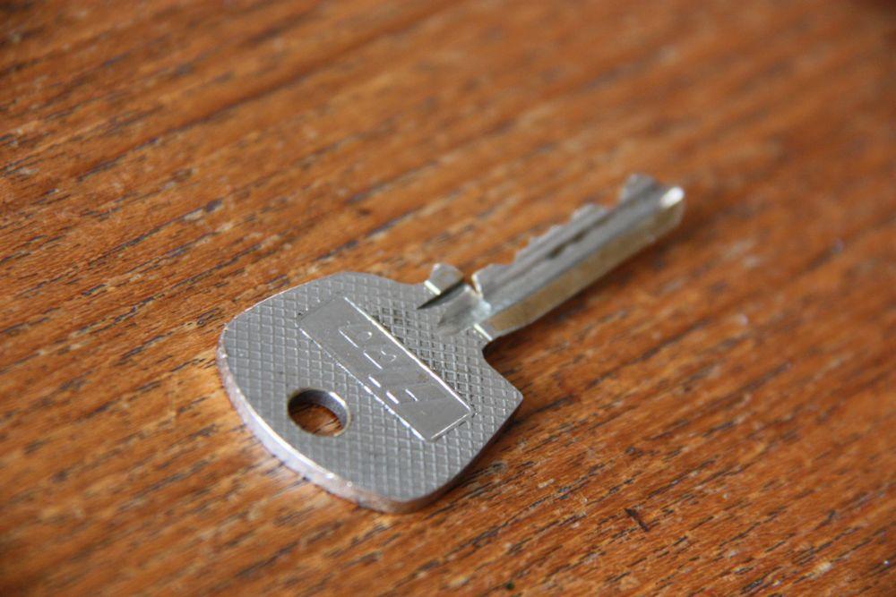 Another bites the dust. Wenn Euer Zündschüssel oder Türschlüssel für den klassischen Elfer so aussieht, wird es Zeit für eine Nachfertigung.
