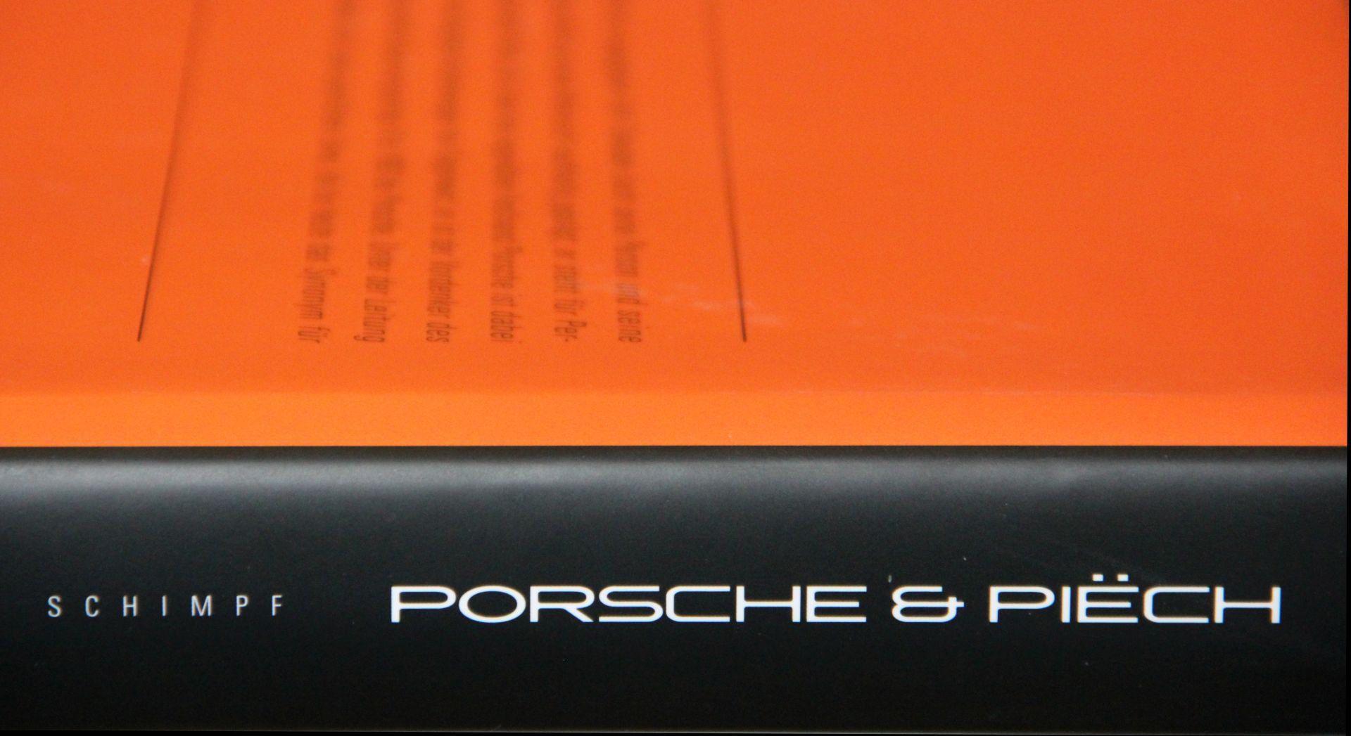 """Ganz schön dicker Wälzer: Delius Klasings """"Porsche und Piëch"""" wiegt gut zwei Kilogramm."""