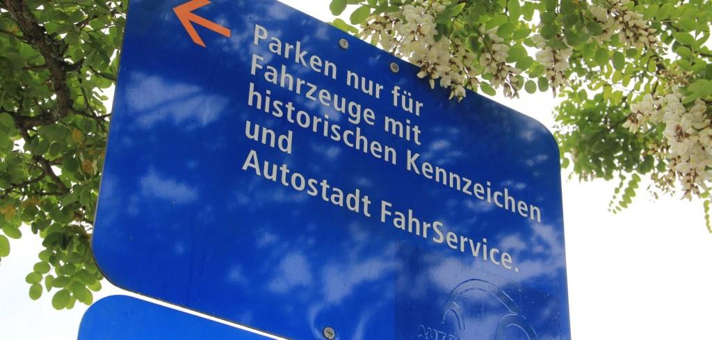 Oldtimer haben einen eigenen Parkplatz. Auch Nicht-VWs!