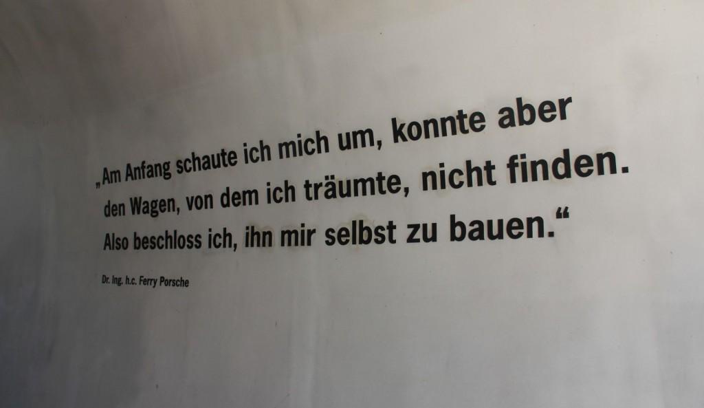 Warum Prof. Porsche sich sein erstes Auto (in Gmünd) zusammengeschraubt hat, steht draußen an der Wand.