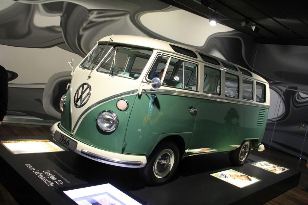 Fahre Samba mit mir. Auch VW-Hochpreisklassiker wie der Samba sind im Zeithaus zu sehen.
