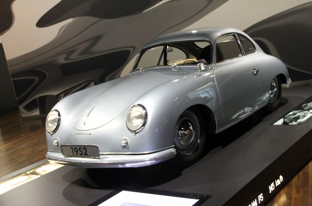 """Porsche 356 Knickscheibe von 1952. Als 44 PS noch für 145 km/h gut waren. Und die Bezeichnung """"Sportwagen"""" tragen durften."""