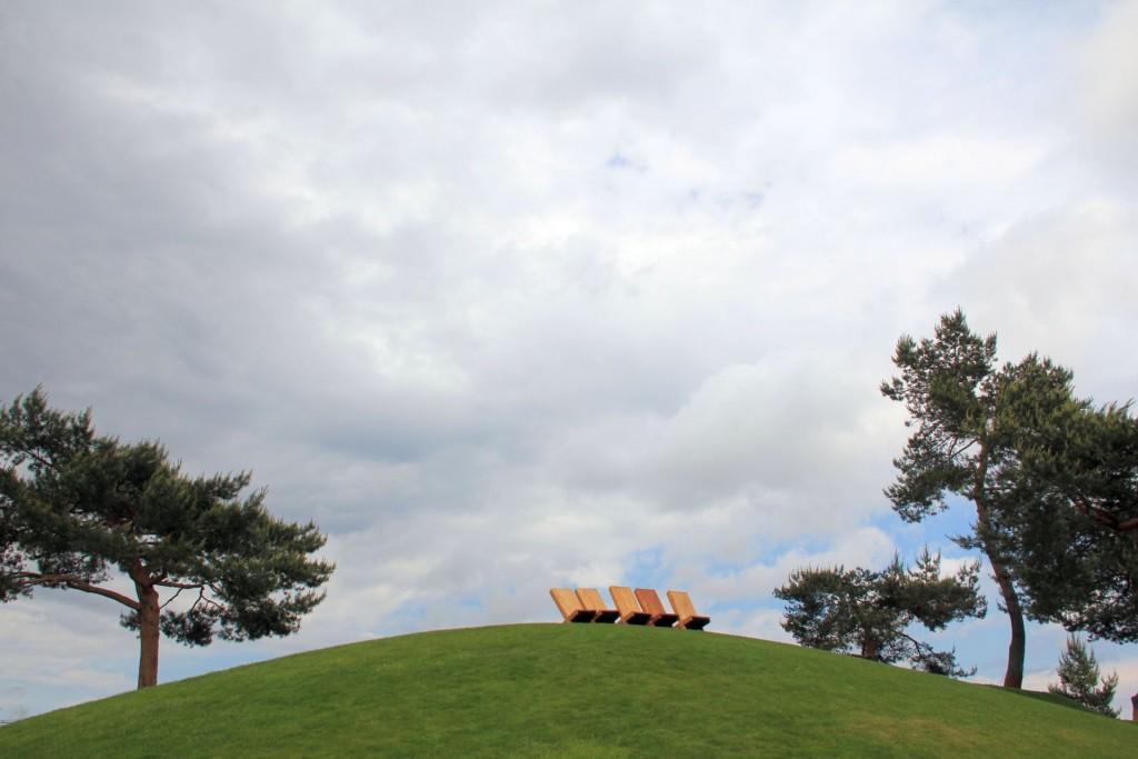 Ist das Kunst oder kann man sich da hinsetzen? Auenland-ähnlicher Hügel in der Autostadt.