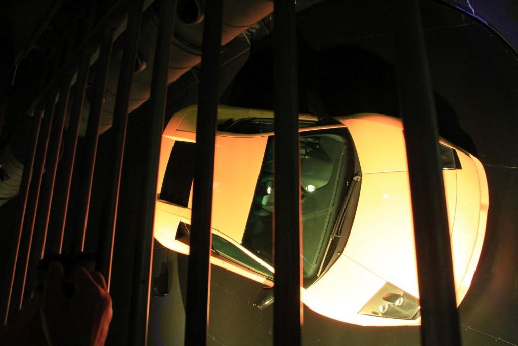 An die Wand gepappt: Der langweiligste Lamborghini der Welt im Lambo-Pavillon der Autostadt.