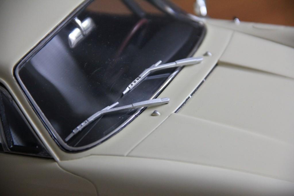 Sehen nach Plastik aus. Porsche 911 Scheibenwischer.