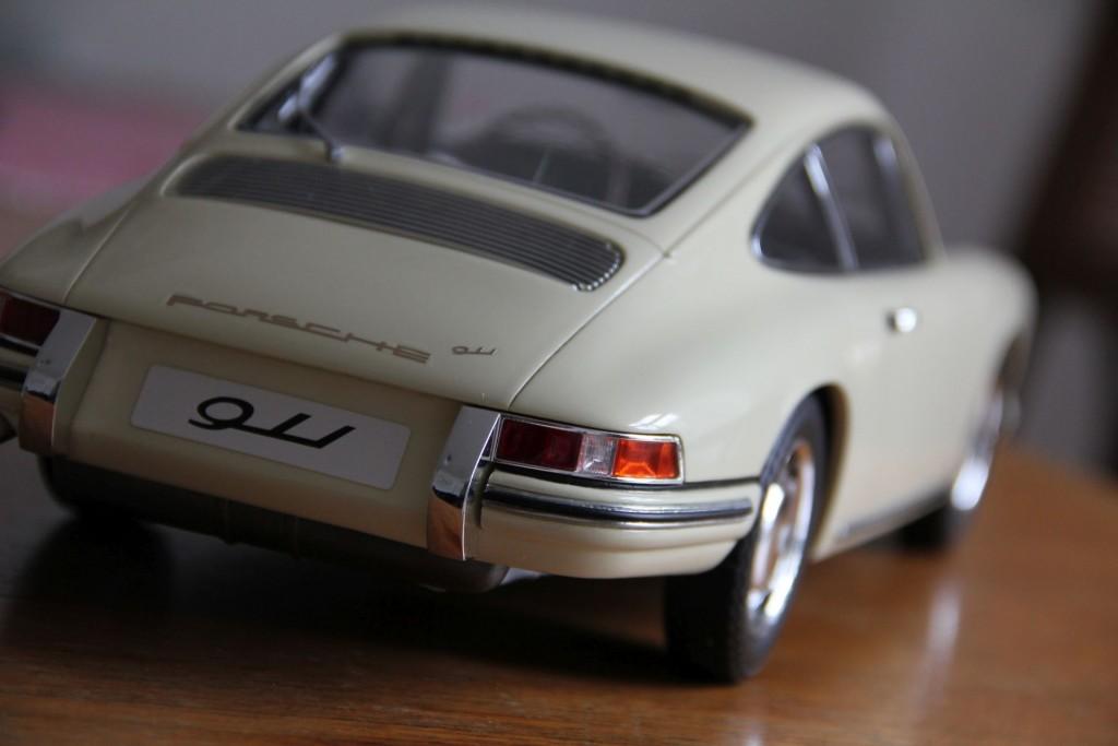 Und weil´s so schön ist hier das Modell von hinten.