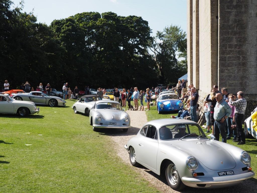 Porsche 356 Carreras. Auf zur Parade - die Fuhrmann-Maschinen kreischen auf.