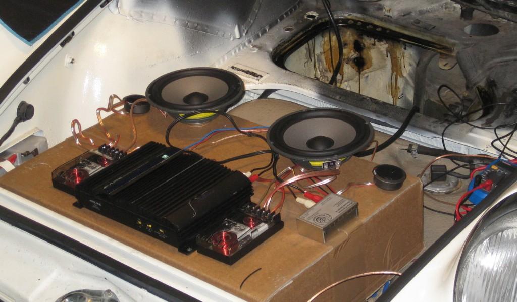Um aus dem generalüberholten Becker Europa ordentlich Wumms herauszukriegen war 2008 ein erheblicher Aufwand und einiges an Spezialteilen notwendig. Nach dem Einbau habe ich vermutlich vier mal Radio gehört.