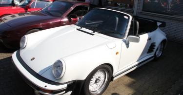 Die Achtziger in ihrer optisch herausfordernsten Form. Porsche 911 in weiß mit Optimierungen...
