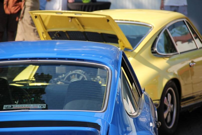 Blau und Gelb. Passt schön zusammen. Porsche F-Modelle in den Knallfarben der Siebziger.