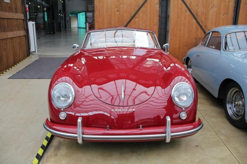 Hätte man mal früher kaufen müssen. So vor zwanzig Jahren. Heute dick sechsstellig. Offener Porsche 356.