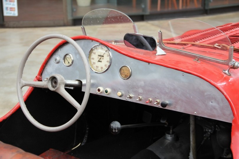Ein Lenkrad, ein paar Knöpfe. Mehr brauchte man vor dem Krieg nicht. BMW 303.