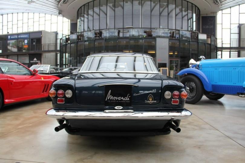 Auch von hinten gelungen. Welches moderne Auto kann das heute von sich sagen? Maserati 5000 GT bei Movendi.