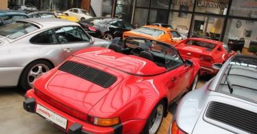 Porsche 911 Speedster. Selbst in rot finde ich den mittlerweile schön.
