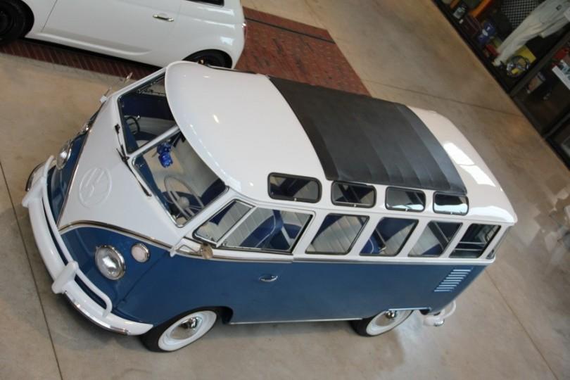 Viel Licht von oben in so einem Samba Bus.
