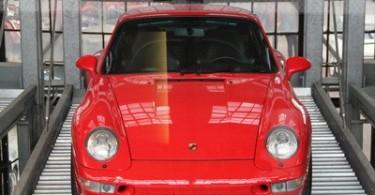 Auch Youngtimer Porsches sind in der Classic Remise geparkt.