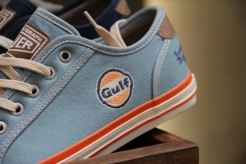 Schuhe für Freunde der gepflegten Markenpräsentation. Passende Aufkleber gibt es auch. Ist ja im Moment angesagt auf dem F-Modell Porsche