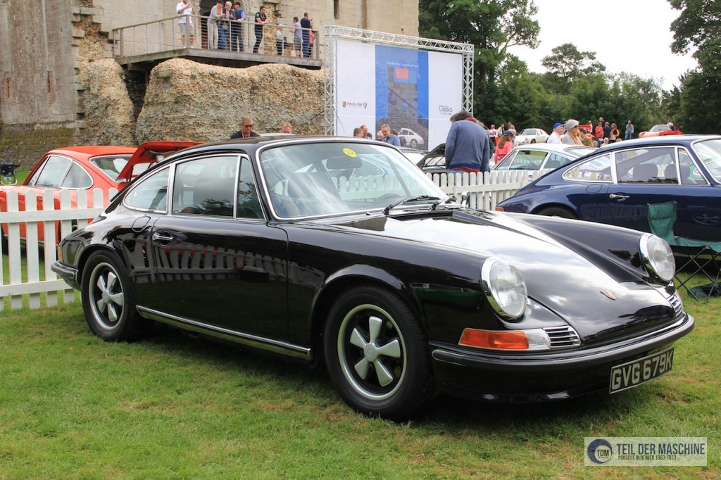"Schwarzer 911 S 2.4 mit Ölklappe bei ""Porsche Classics at the Castle"" in England. Seltene Originalfarbe."