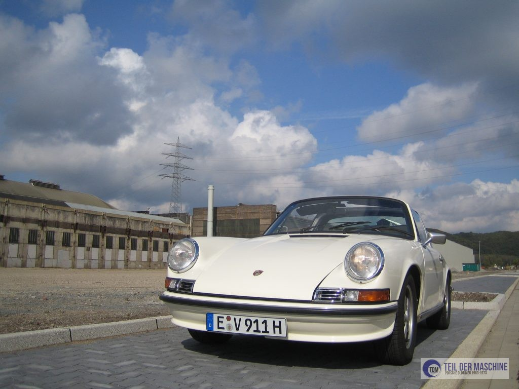 Porsche 911 S 2.4 Targa Ölklappenmodell Baujahr 1972 in der Farbe hellelfenbein im Jahr 2008